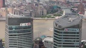 Shanghai - 06 Sep, 2013: Het financiële district van Shanghai Lujiazui en Huangpu-rivier stock video