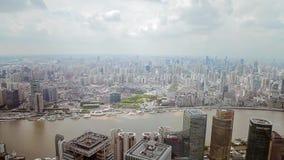 Shanghai - 06 Sep, 2013: Het financi?le district van Shanghai Lujiazui en Huangpu-rivier stock videobeelden