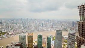 Shanghai - 06 Sep, 2013: Het financi?le district van Shanghai Lujiazui en Huangpu-rivier stock footage
