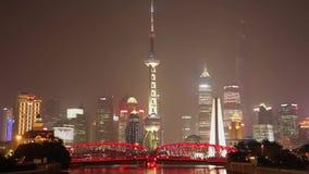 SHANGHAI - 10 SEP: Timelapse van verkeer bij Waibaidu-Brug, 10 Sep, 2013, de stad van Shanghai, China stock video