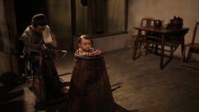 Shanghai - 6 settembre: Negozio della medicina di erbe del cinese tradizionale, figura di cera, arte della cultura della Cina, il video d archivio