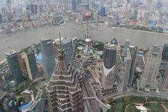 Shanghai sikt från det mest högväxta tornet Royaltyfria Bilder