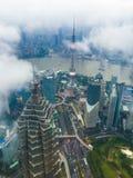 Shanghai-Skyline in den Wolken Lizenzfreies Stockfoto