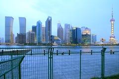 Shanghai-Skyline an der neuen Nachtstadtlandschaft Stockbild