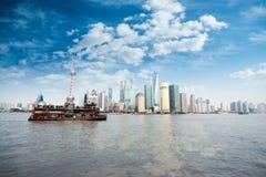 Shanghai-Skyline in der Tageszeit stockbild