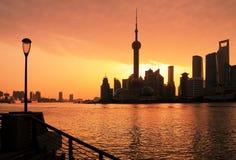 Shanghai-Skylinedämmerung Stockfotos