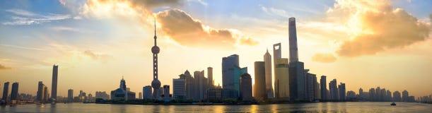 Shanghai soluppgångpanorama royaltyfri foto