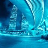 Shanghai som är i stadens centrum på natten royaltyfria bilder