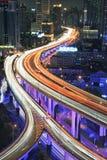 Shanghai trafik på natten Arkivbilder