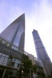 Shanghai-WeltFinanzzentrum u. Jinmao Kontrollturm stockbilder