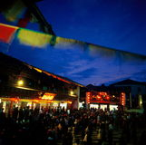 Shangri-La tibetano feliz da dança @ fotos de stock royalty free