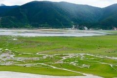 SHANGRILA, CHINA - 31 de julio de 2014: Lago Napa un paisaje famoso adentro Imágenes de archivo libres de regalías
