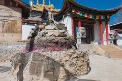 SHANGRILA, CHINA - 13 DE MARÇO DE 2015: Templo de Baiji em Shangrila velho a Fotos de Stock