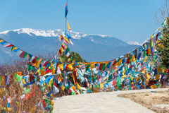 SHANGRILA, CHINA - 13. MÄRZ 2015: Gebetsflagge an Baidschi-Tempel Eine f Stockfotografie
