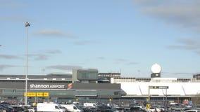 Shannon International Airport, Provincie Clare, Ierland - CIRCA 2016 - de Seconde van Ierland - grootste Internationale Luchthave stock video