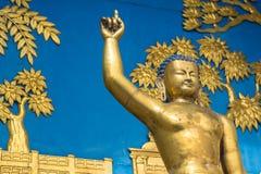 Shanti Stupa的细节在一个小山顶的在阿南达小山在博克拉 库存照片