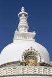 Shanti Stupa è uno stupa a cupola bianco buddista in Leh, India Fotografie Stock