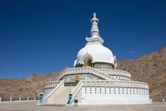 Shanti Stupa è uno stupa a cupola bianco buddista in Leh, India Fotografie Stock Libere da Diritti