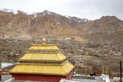 Shanti Stupa буддийское бело-приданное куполообразную форму stupa chorten стоковое изображение rf