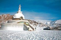 Shanti Stupa также вызвало Японск Stupa в зиме, Leh-Ladakh, Джамму и Кашмир, Индию Стоковое фото RF