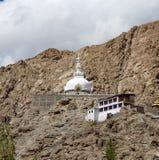 Shanti Stupa alto en Leh, Ladakh, la India Imagenes de archivo