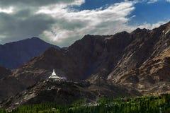 Shanti stupa i Leh Ladakh Arkivfoton