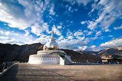 Shanti Stupa. Leh Ladakh, Indien Arkivfoto