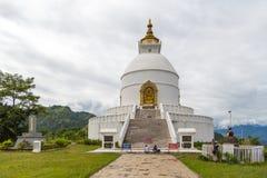 Shanti stupa na szczycie w Ananda wzgórzu w Pokhara Zdjęcie Stock