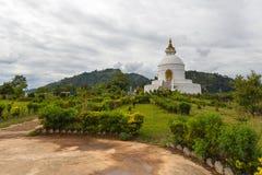 Shanti stupa na szczycie w Ananda wzgórzu w Pokhara Obraz Stock