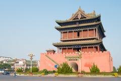 SHANXI, CHINA - Sept 01 2015: A opinião da manhã de Lnfen rufa a torre Imagens de Stock