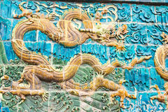 SHANXI KINA - Sept 17 2015: Dragon Screen på Guanyintang vikarier Arkivfoton