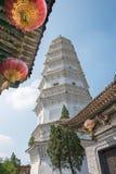 SHANXI KINA - Sept 07 2015: Vit pagod på den Wubian templet A Royaltyfri Foto