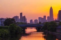 Shaoxing, Chine, dans le coucher du soleil images stock