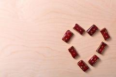 Shape av en hjärta som göras från knappar Arkivbild