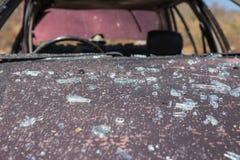 Shard και γρατσουνιά στο καπό αυτοκινήτων από το trai έρευνας παγιδευμένων αυτοκινήτων Στοκ εικόνες με δικαίωμα ελεύθερης χρήσης
