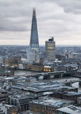 shard Πόλη του Λονδίνου, της επιχείρησης και των τραπεζικών εργασιών aria Πανόραμα του Λονδίνου στο σύνολο ήλιων Στοκ Φωτογραφία
