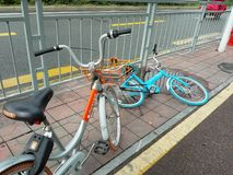 Shared bikes fell on the ground in Shenzhen, China Stock Photo