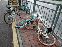 Shared bikes were thrown to the ground Royalty Free Stock Photos