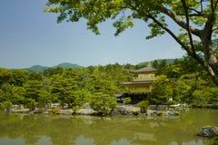 Shariden p? Rokuon-ji som gemensamt ?r bekant som den guld- PavilionKinkakuen-ji som namnges officiellt Rokuon-ji arkivfoto