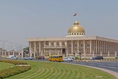 SHARJA, UAE - 16 DE MAYO DE 2016: edificio del gobierno Imagen de archivo