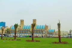 Sharjah, Emirati Arabi Uniti Il Souk centrale, souk diversamente blu dell'oro o di Souk - mercato a Sharjah immagini stock libere da diritti