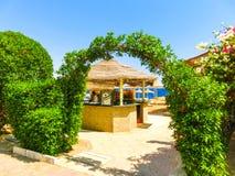 Sharm El谢赫,埃及- 2017年9月22日:室外酒吧和海滩在豪华旅馆, Sharm El谢赫,埃及 免版税库存图片
