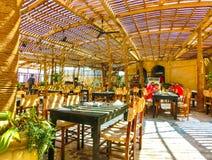 Sharm El谢赫,埃及- 2017年9月25日:室外餐馆和海滩在豪华旅馆, Sharm El谢赫,埃及 库存照片