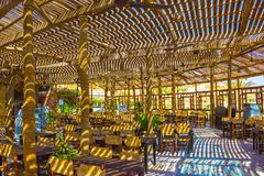Sharm El谢赫,埃及- 2017年9月24日:室外餐馆和海滩在豪华旅馆, Sharm El谢赫,埃及 免版税库存图片