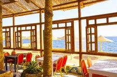 Sharm El谢赫,埃及- 2017年9月24日:室外餐馆和海滩在豪华旅馆, Sharm El谢赫,埃及 库存照片