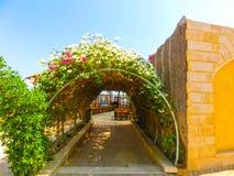Sharm El谢赫,埃及- 2017年9月22日:室外餐馆和海滩在豪华旅馆, Sharm El谢赫,埃及 免版税库存照片