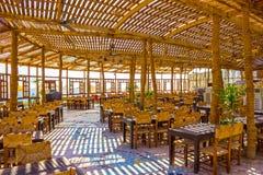 Sharm El谢赫,埃及- 2017年9月24日:室外餐馆和海滩在豪华旅馆, Sharm El谢赫,埃及 免版税库存照片