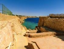 Sharm El谢赫,埃及- 2017年9月26日:豪华旅馆看法作海滩胜地Sharm 5个星与蓝色的天 免版税图库摄影