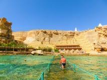 Sharm El谢赫,埃及- 2017年9月25日:豪华旅馆看法作海滩胜地Sharm 5个星与蓝色的天 免版税库存图片