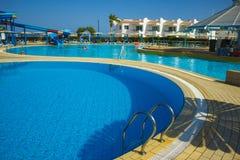 Sharm El谢赫,埃及- 2017年9月23日:豪华旅馆看法作海滩胜地Sharm 5个星与蓝色的天 免版税库存图片